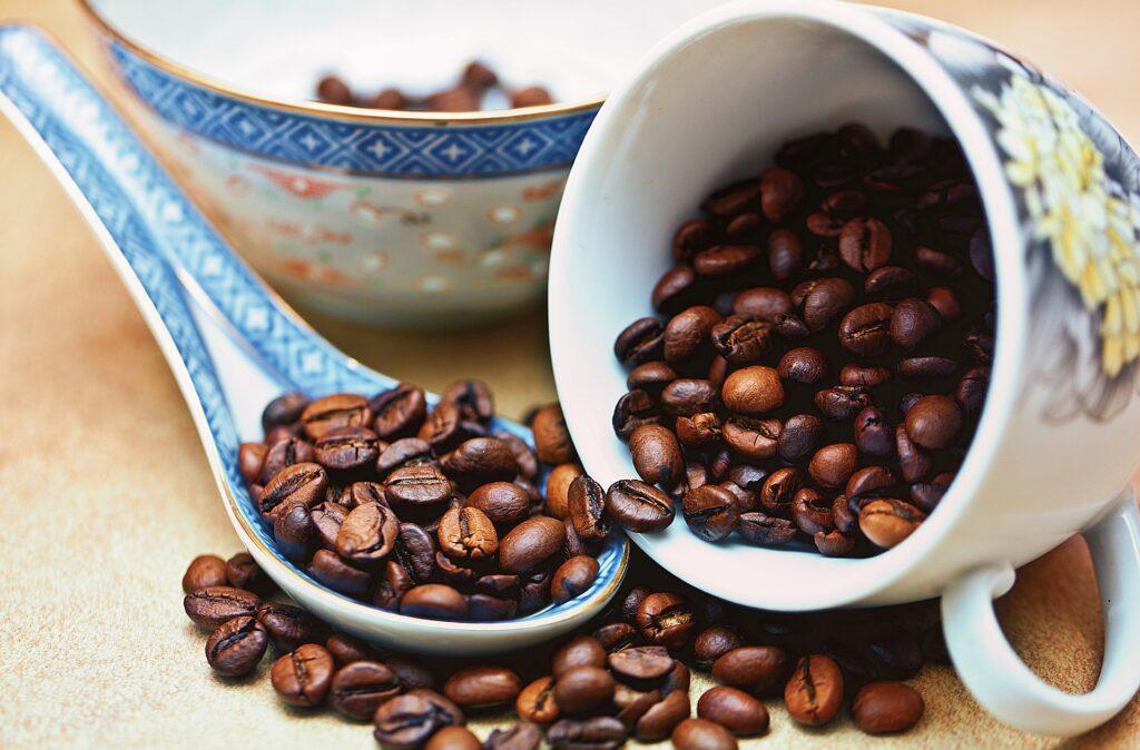 Dieta kuloodporna zawiera podstawowy element - kawę z masłem i olejem MCT.