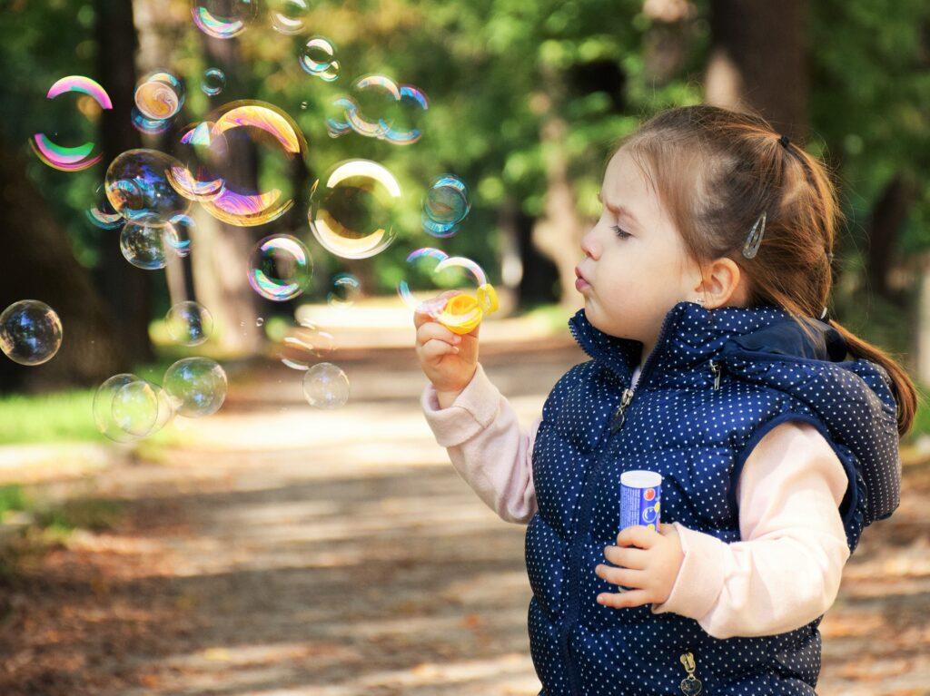 Zdrowe napoje dla dzieci powinny nie zawierać zbyt dużej ilości cukru