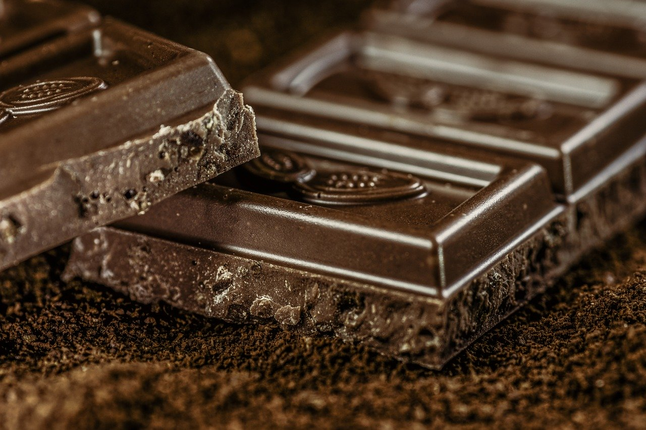 Gorzka czekolada - korzyści dla skóry